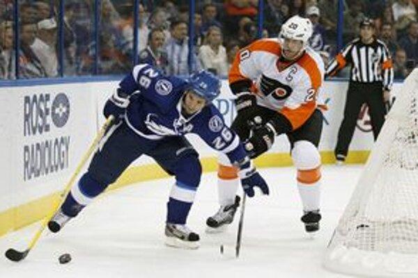 Je otázne či sa Chris Pronger (vpravo) do NHL ešte vráti.