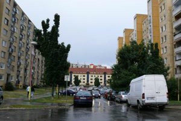 Na hlinách vzniknú do konca septembra nové parkovacie miesta.