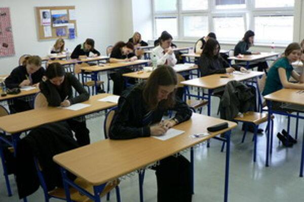 Študenti si slohovú prácu vyberali zo štyroch tém.