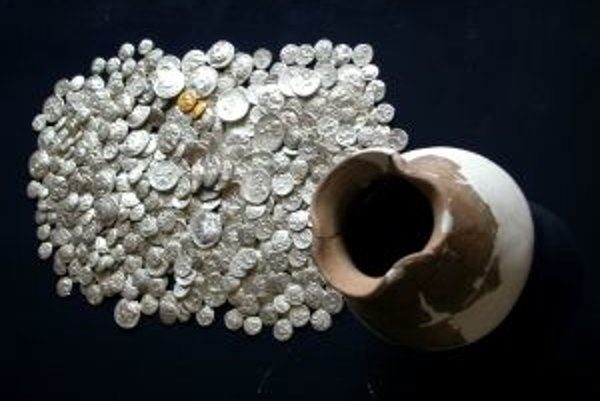Minocvý poklad odovzdal nálezca bez nároku na finančnú odmenu