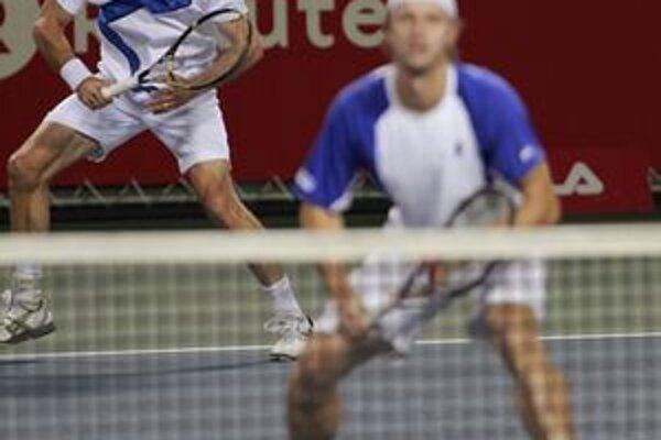 Český tenista František Čermák (vpravo) a Slovák Filip Polášek.