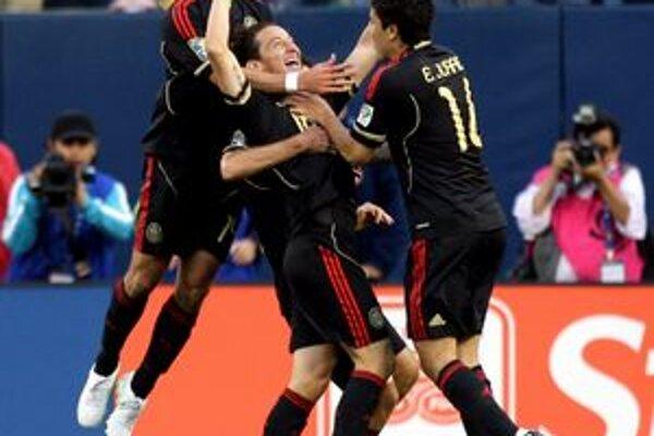 Futbalisti Mexika sa stali víťazmi A-skupiny na Gold Cupe.