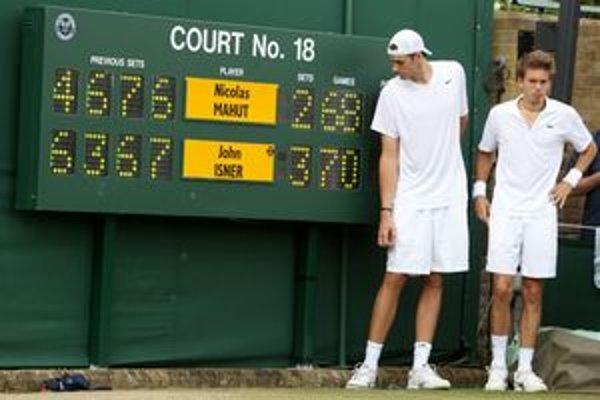 Nicolas Mahut (vpravo) má ďalšiu šancu proti Isnerovi vyhrať a opäť v 1. kole Wimbledonu.