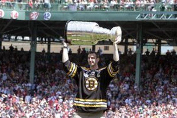 Zdeno Chára počas osláv v Bostone.
