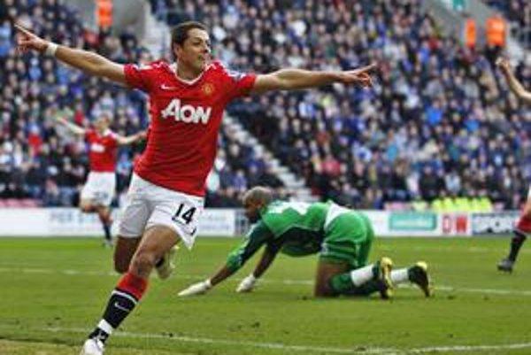 Javier Hernandez po góle do siete Wiganu.