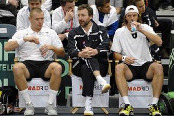 Michal Mertiňák (vľavo) počas zápasu Davisovho pohára.