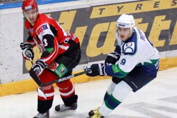 Michal Sersen (vľavo) v drese Avtomobilistu Jekaterinburg.