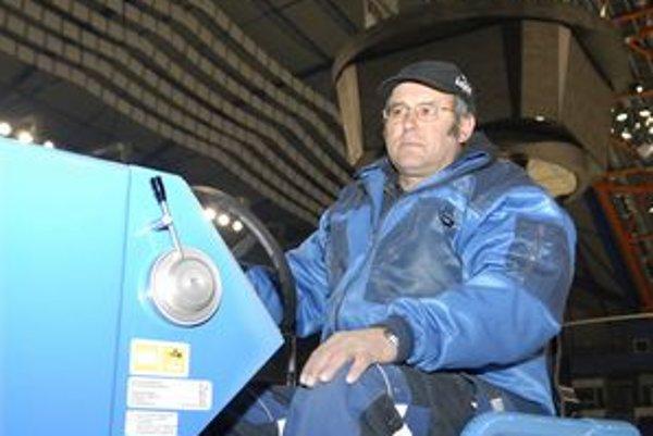 Košický ľadár Vojtech Popik pôsobil v starej hale, teraz jazdí na rolbe v Steel aréne.