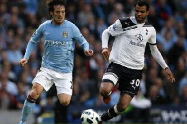 """David Silva (v  modrom) patrí medzi najlepších hráčov """"The Citizens""""."""