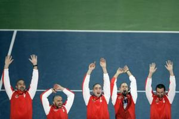 Srbskí tenisti po víťazstve vo finále Davis Cupu.