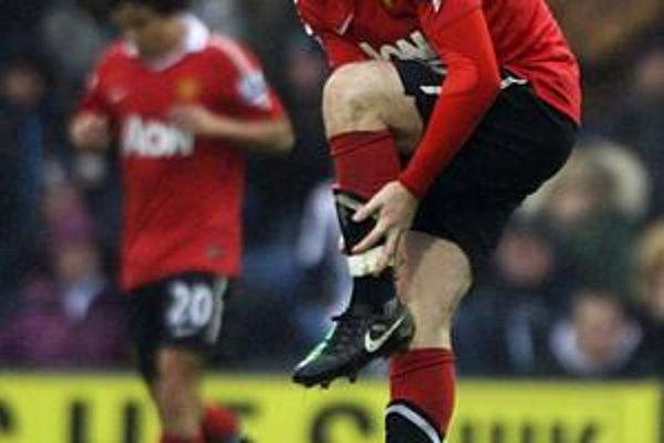 Wayne Rooney dal gól z hry po deviatich mesiacoch. V závere zápasu ho kĺzačkou zranil Chris Brunt. Útočník United bude chýbať niekoľko týždňov.