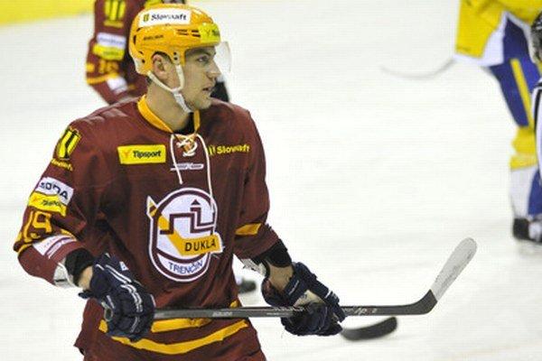 Do zostavy Dukly sa vrátil Andrej Šťastný, ktorý hrá na striedavý štart za Slovan a Trenčín.