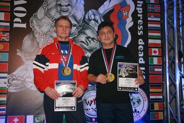Víťazi Svetového pohára v silovom trojboji Jozef Gabrhel (vľavo) a Peter Herák.