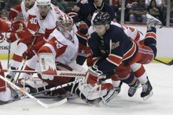 Hráči New York Rangers prehrali na ľade Detroitu.