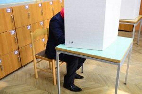 Voliť v Trenčíne začali aj kandidáti na primátora.