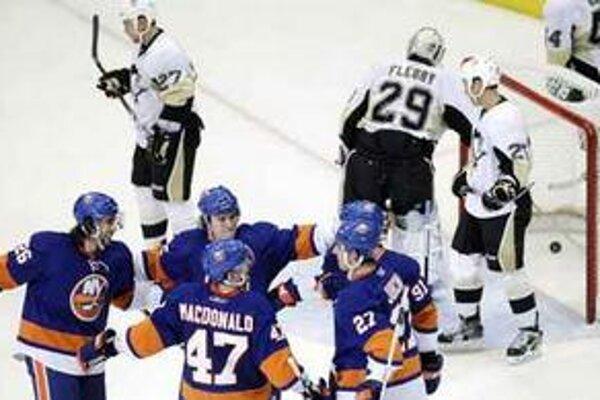 New York Islanders vyhral v zápase plnom gólov nad Buffalom 7:6 po predĺžení.