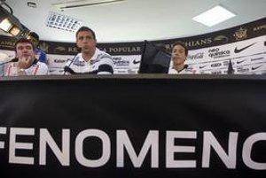 Ronaldo počas tlačovej konferencie, na ktorej ohlásil koniec aktívnej kariéry.