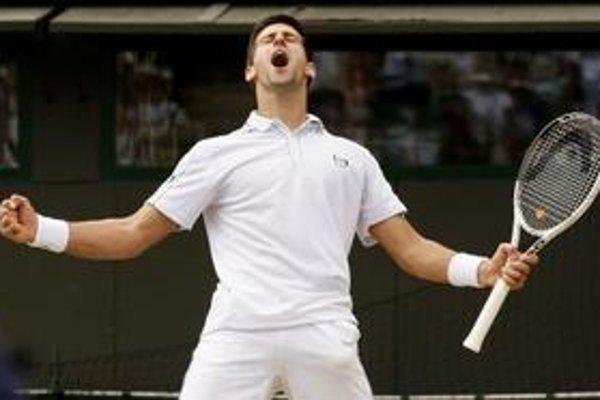 Radosť Novaka Djokoviča po postupe do semifinále.