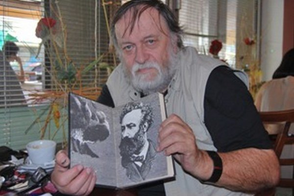 Milan Veselý ilustroval tridsaťštyri kníh Julesa Verna.