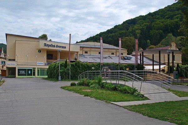 Kúpeľná dvorana v Trenčianskych Tepliciach bude v letnom období plná hudobníkov.