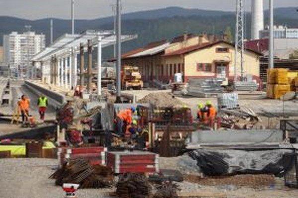 Aj počas rekonštrukcie priestory Železničnej stanice ničia vandali.