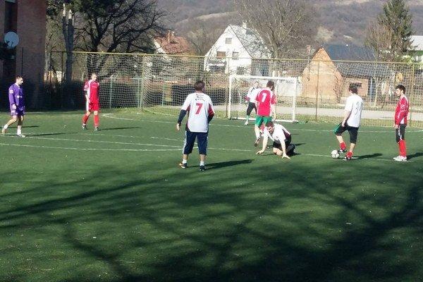 FC Parta (v červenom) nastrieľala súperovi desať gólov a upevnila si prvé miesto v I. lige.