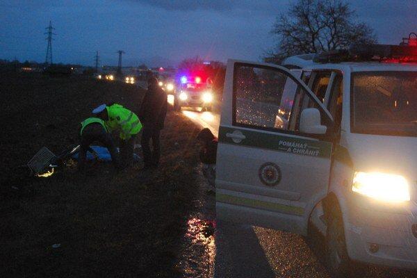 Smrteľnú autonehodu vyšetrovali policajti i znalec z odboru cestná doprava.