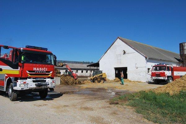 Požiar likvidovali novomestskí a čachtickí hasiči.