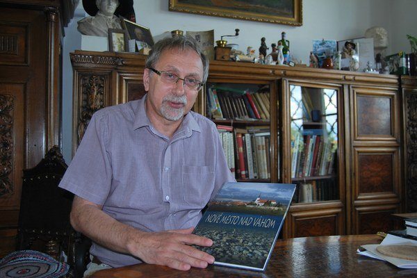 Aj druhú časť monografie zostavil historik Jozef Karlík.