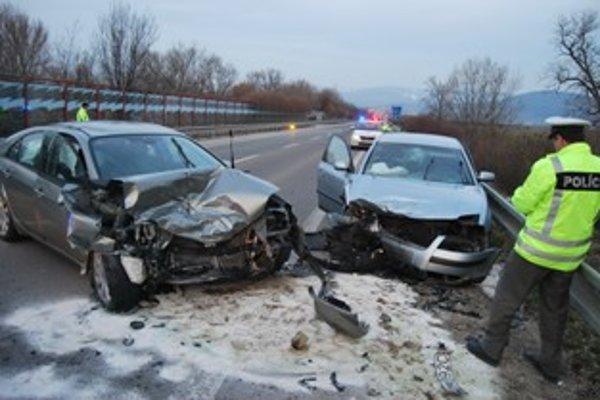 Zdemolované autá skončia pravdepodobne na šrotovisku