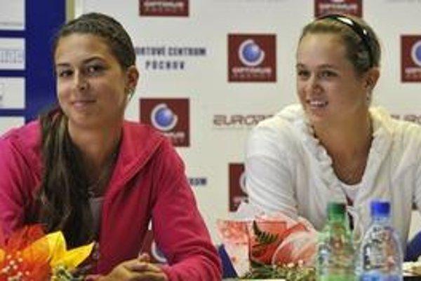 Chantal Škamlová (vľavo) a Janou Čepelovou.