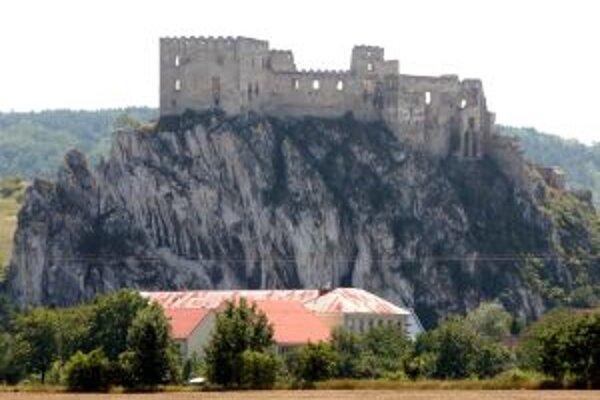 Zrúcanina hradu Beckov.