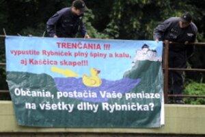 Plagát bol namierený proti primátorovi a jeho zástupkyni