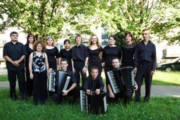 Akordeónový orchester Úsmev z Trenčianskych Teplíc oslávil už dvadsať rokov.