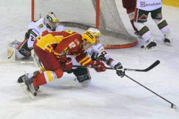 O gól do Lakosilovej siete sa snažil aj Peter Kopecký.