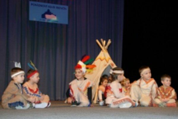 Tanečná skupina Baby je jednou zo skupín, ktoré zriadilo Kultúrne centrum Aktivity.