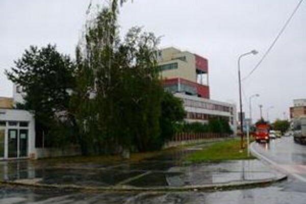 Areál fabriky je už niekoľko rokov prázdny.