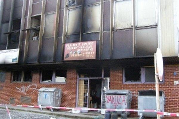 Požiar likvidovali hasiči tri hodiny.