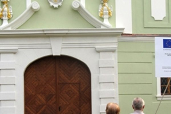Zrekonštruovaný portál vyzerá podľa niektorých ľudí inak, ako pôvodný.