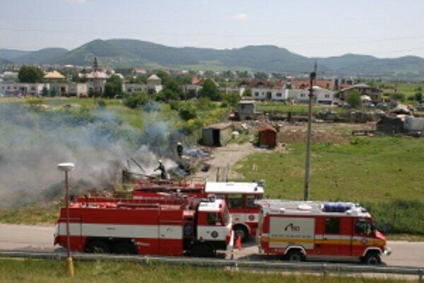 Trinásť požiarov v auguste vzniklo v dôsledku vypašovania trávy a v lese.