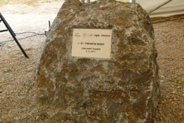 Základný kameň poklepali 9. septembra, stavať sa má začať o päť dní neskôr