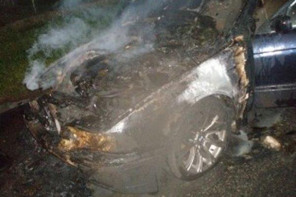 Príčinou požiaru bol pravdepodobne skrat na elektroinštalácii.