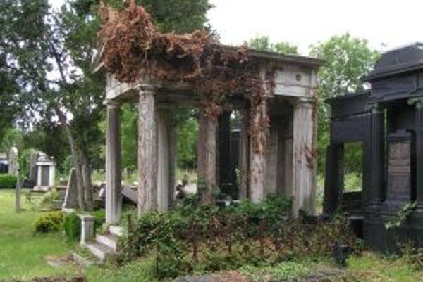 Niektoré unikátne hrobky sú dnes spustnuté.