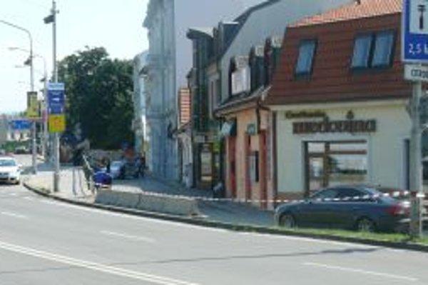 Na Hasičskej ulici v Trenčíne zasahujú policajti.