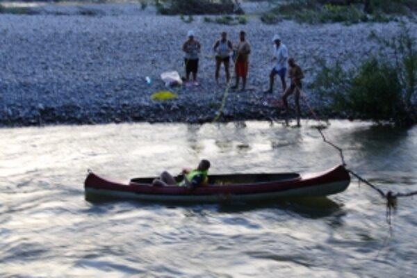 Podľa hasičov neskúsení vodáci riskovali svoje životy.