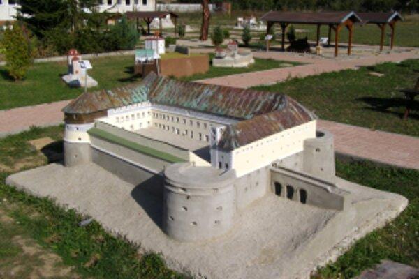 Svoje miesto v Parku miniatúr má aj model Červeného kameňa