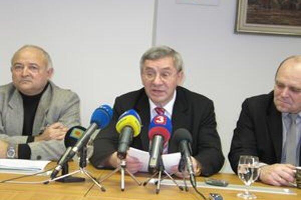 Bývalý rektor Trenčianskej univedrzity Miroslav Mečár bol poverený výkonom funkcie deka FSEV.