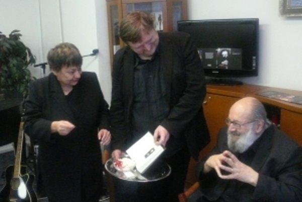 Novú knihu predstavil autor (vpravo) spolu s vydavateľom Kolomanom Kertészom Bagalom a spisovateľkou Danielou Kapitáňovou.