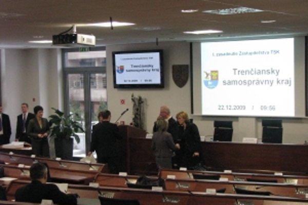 Zastupiteľstvo zasadá po druhý raz od novembrových župných volieb, no prvé 22. decembra zasadnutie bolo skôr slávnostné.