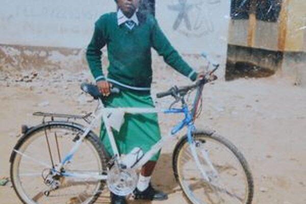 Vďaka novovmestským gymnazistom sa Nancy vozí na svojom prvom bicykli.